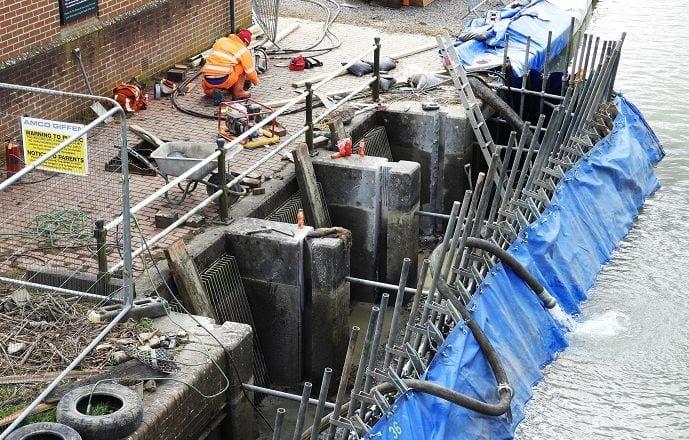Caen Hill pumping station work