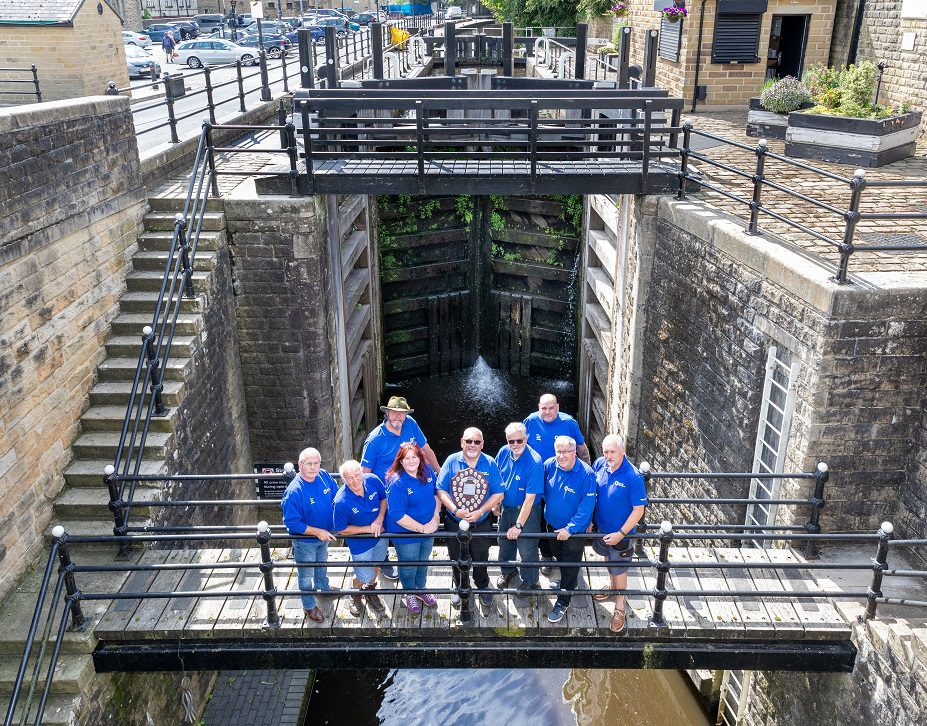 Picture shows the winning team from Tuel Lane Lock, Sowerby Bridge (L to R : Tim Holroyd, Andrew Cottrill,Cath Munn,Gary Gigan,Ian Kelshaw, Bob Laycock, Richard Parfitt,Mike Brennan and Pete Burton)