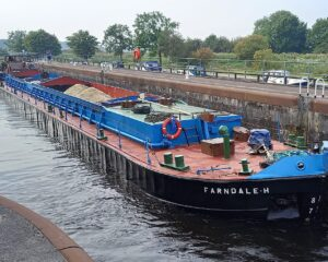 A 500 tonnes capacity barge en route from Hull to Leeds with sea- dredged aggregates, passing through Whitley Lock, near Knottingley. Photo- Andy Horn