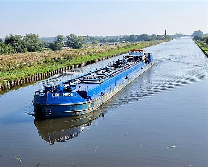 Oil Tanker barge en route from Hull to Rotherham. Photo- Grahame Barrass